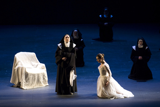 Dialogues des Carmélites Dale Travis as Marquis de la Force and Isabel Bayrakdarian as Blanche de la Force in the Lyric Opera of Chicago production. Photo Credit: Robert Kusel © 2007