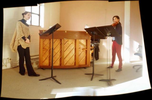Jacqueline Woodley and Kerry DuWors rehearsing Kurtág's Kafka Fragments. (photo by Joel Ivany)