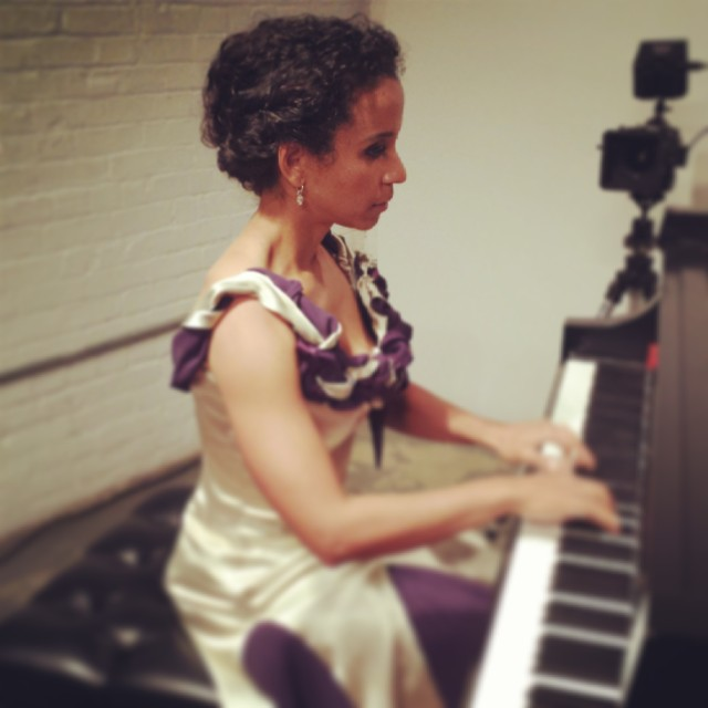 Pianist Beatriz Boizan in one of her Umetsu gowns (photo by Elizabeth Bowman)