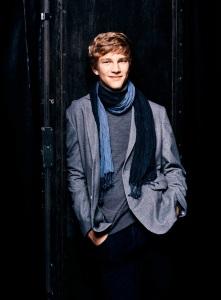 Pianist Jan Kisiecki (photo: Mathias Bothor--DG)