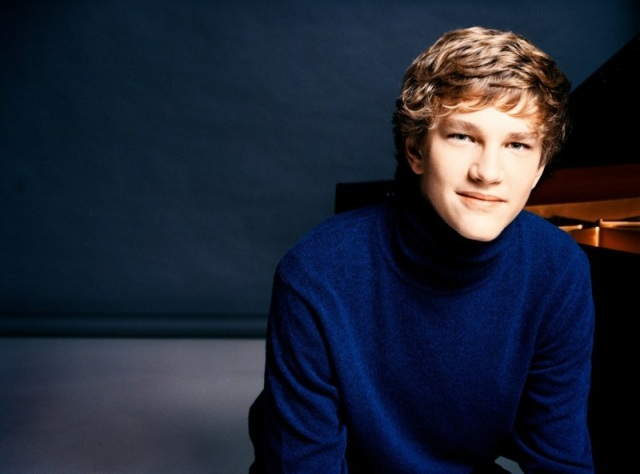 Pianist Jan Lisiecki (photo: Mathias Bothor-- DG)