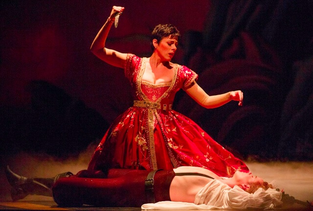Armide (Peggy Kriha Dye) is tormented by her contrary impulses, unable to kill Renaud (Colin Ainsworth).