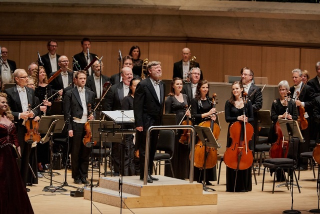 The Toronto Symphony and Sir Andrew Davis, conductor laureate (photo: Malcolm Cook)