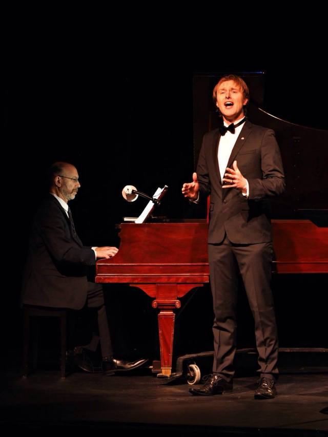 Brahm Goldhamer at the piano with tenor Stephen Bell (photo: Karen Runge)