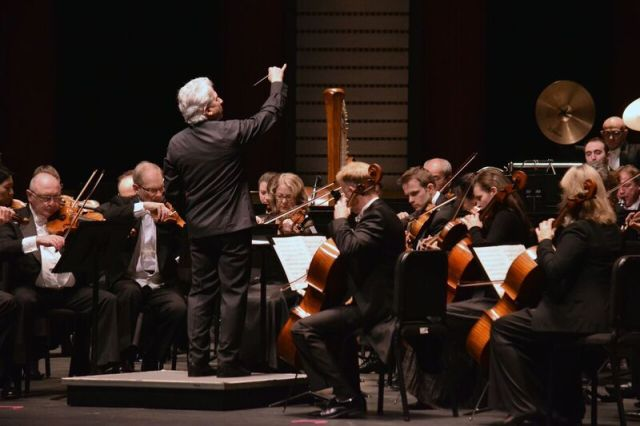 Peter Oundjian leading the Toronto Symphony in West Palm Beach (Photo: Michael Morreale)